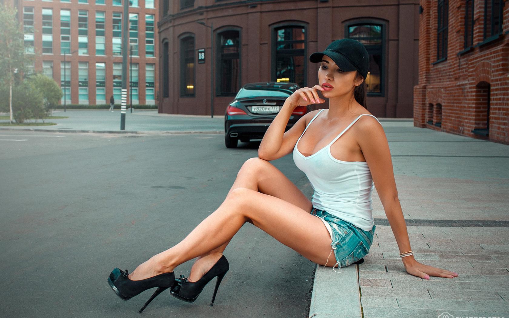 женские ножки на московских улицах видео дело стояла