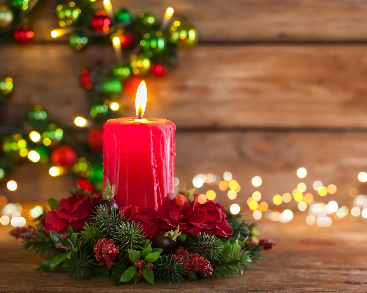 праздник, новый год, рождество, доски, композиция, свеча, декор, венок, хвоя, ветки, ёлка, ель, цветы, розы, ягоды, гирлянда, лампочки