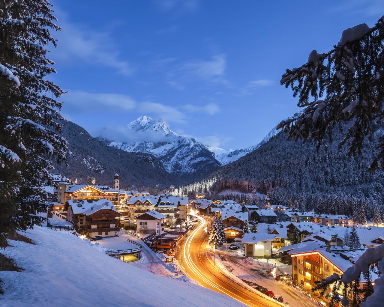 пейзаж, горы, природа, дома, вечер, ели, освещение, италия, курорт, леса, andrey chabrov, доломиты