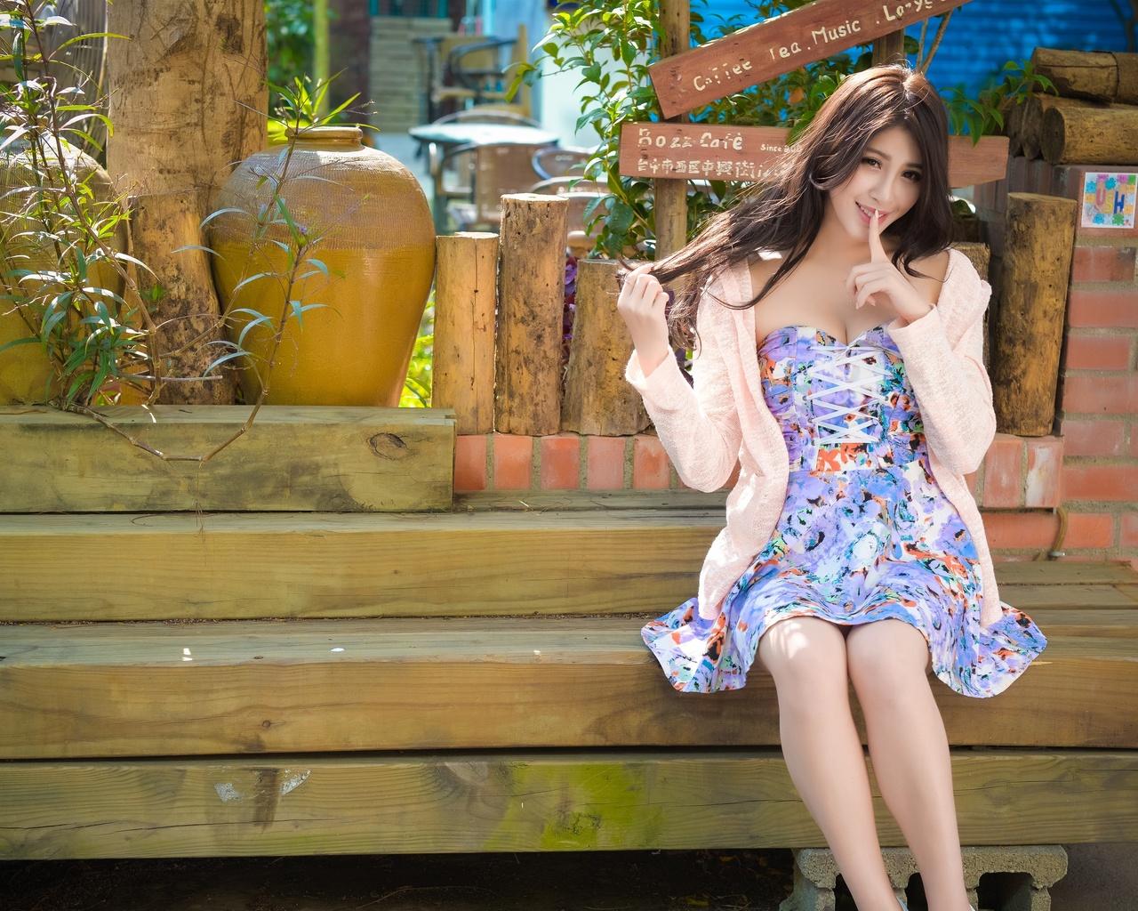 прекрасная тайваньская девушка, юбка, лето