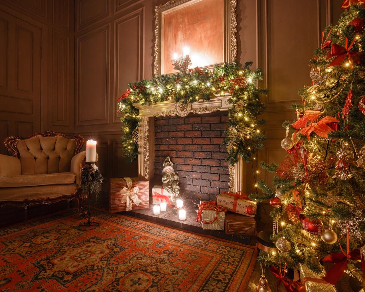 комната, кресло, украшения, игрушки, ёлка, праздник, новый год, рождество, подарки, коробки, камин, свечи
