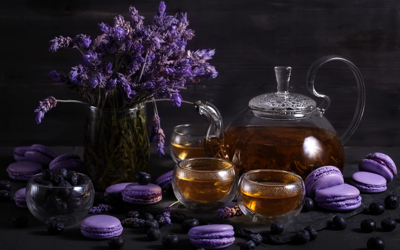 ягоды, чай, чайник, чашки, напиток, лаванда, голубика, макаруны