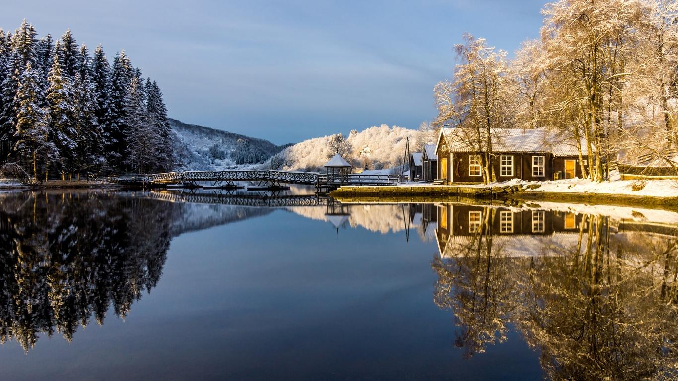 зима, иней, лес, небо, снег, деревья, озеро, дом, отражение, мостик, беседка