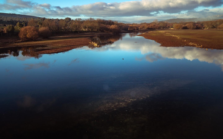 река, отражение, облака