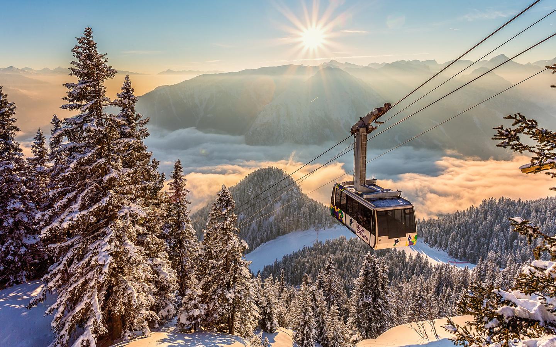 зима, солнце, лучи, снег, пейзаж, горы, природа, ели, альпы, вагончик, леса, кабинка, канатная дорога, torsten muehlbacher, облака