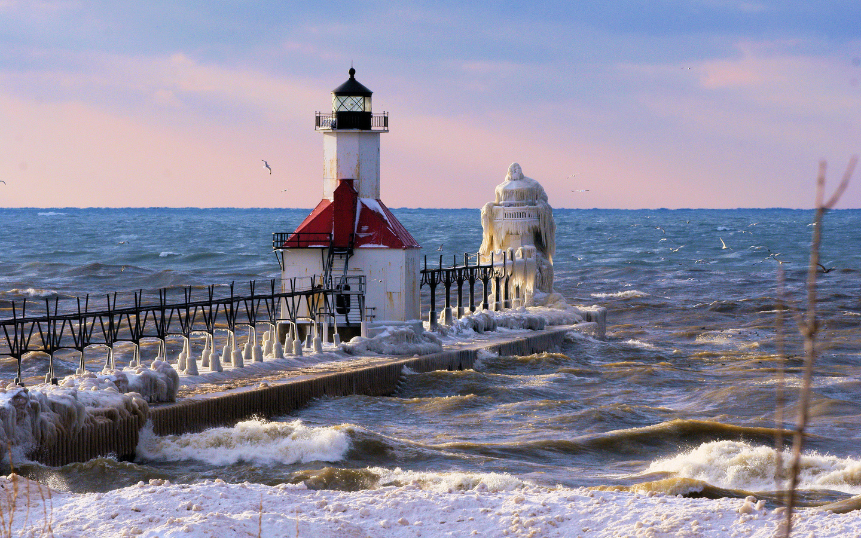 зима, море, вода, снег, пейзаж, птицы, маяк, чайки, лёд, мороз
