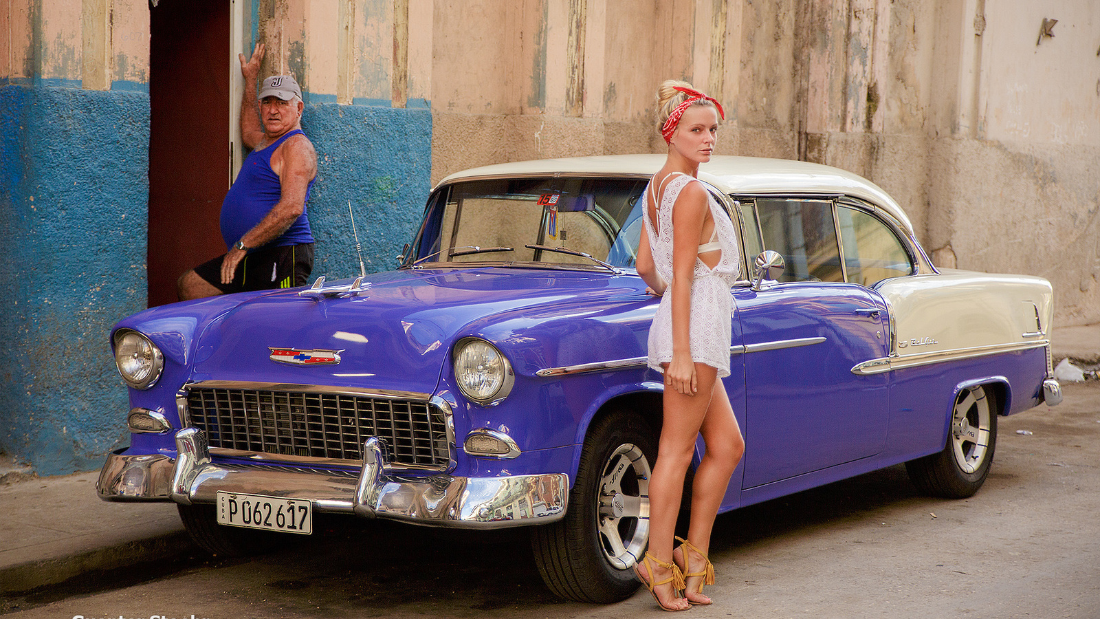 chevrolet camaro, girl, wall, house, sexy, dress, legs, photography, photo, photographer, model, man, blonde, body, cuba, old man
