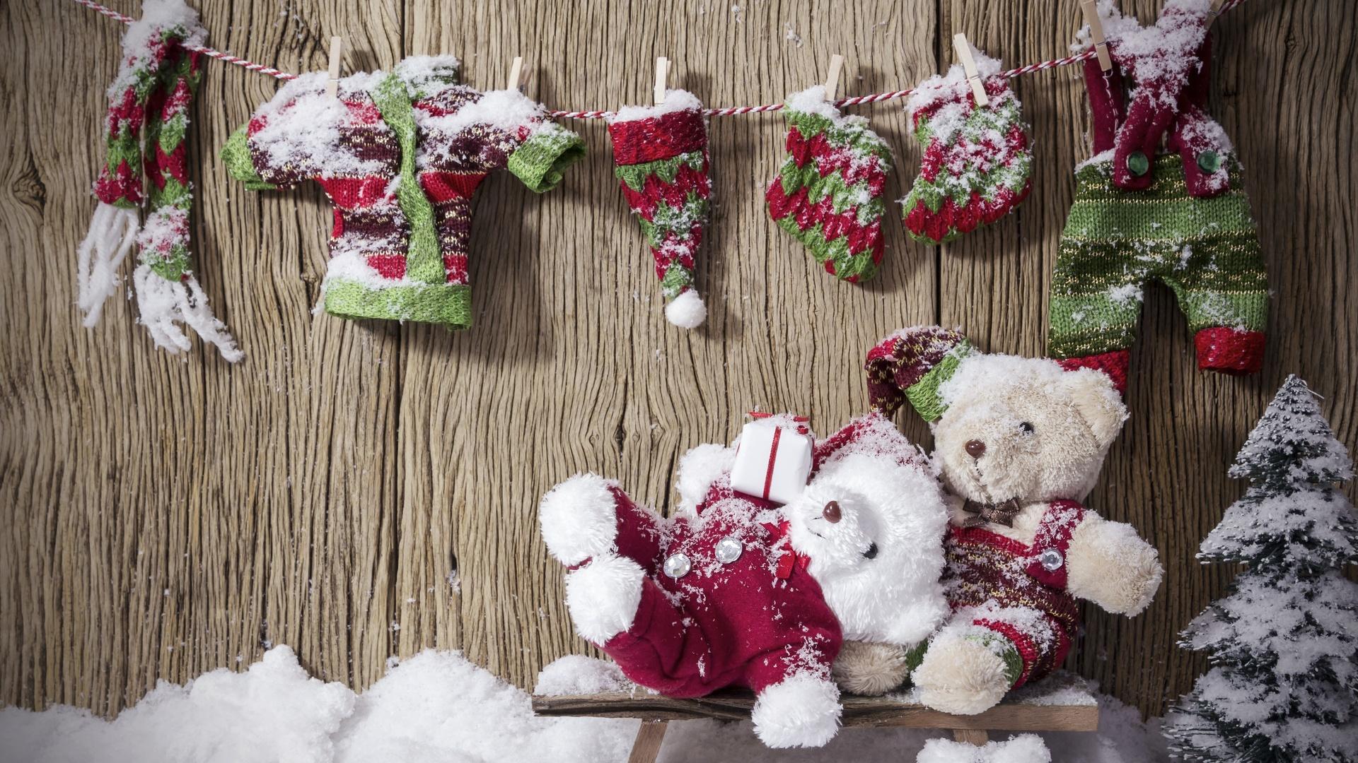 доски, декорация, праздник, новый год, рождество, снег, ёлочка, верёвка, одежда, игрушки, медвежата