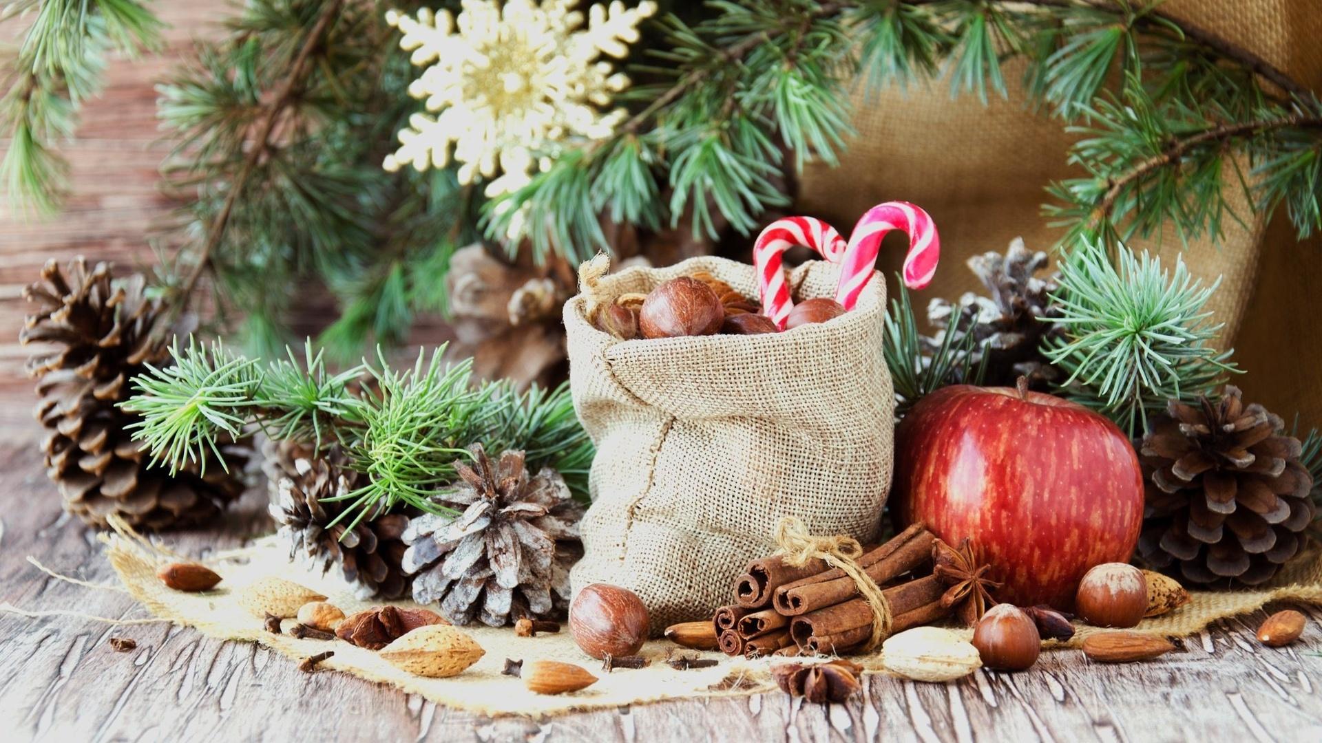 ветки, праздник, новый год, яблоко, рождество, конфеты, орехи, корица, мешок, хвоя, шишки, мешковина, специи