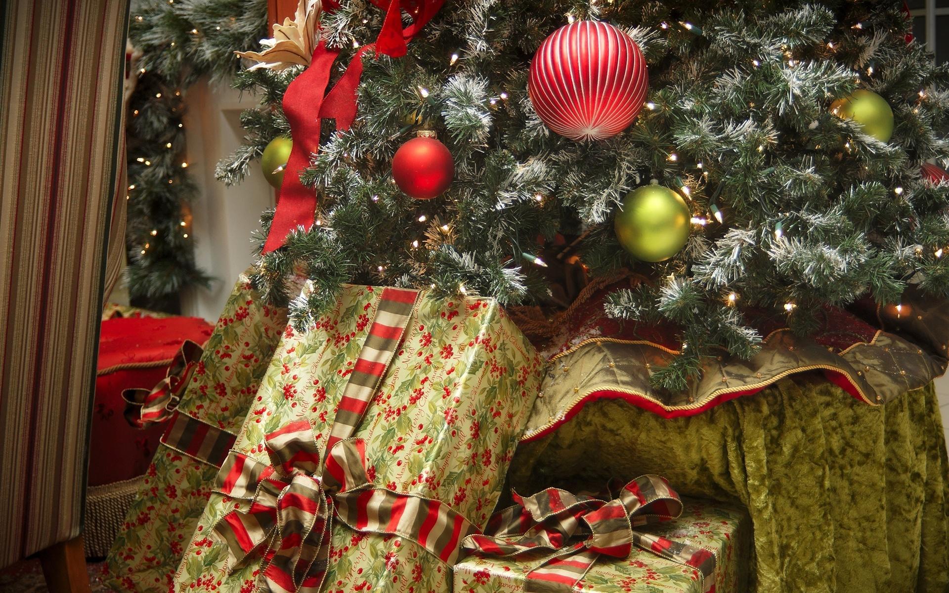 Рождения, новогодние картинки с подарками под елкой