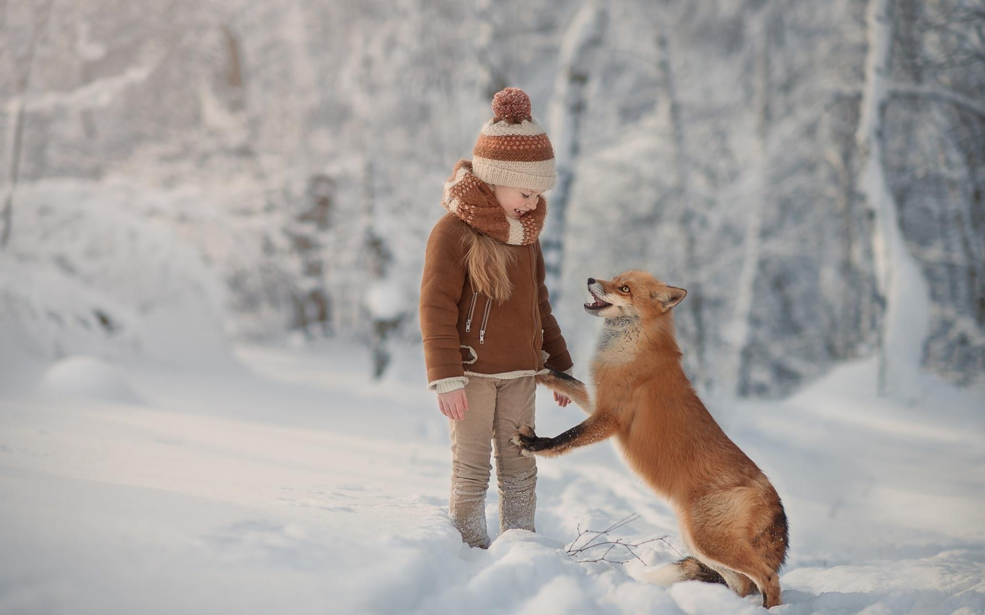 ребёнок, девочка, животное, лиса, лисица, природа, зима, снео, снег, лес
