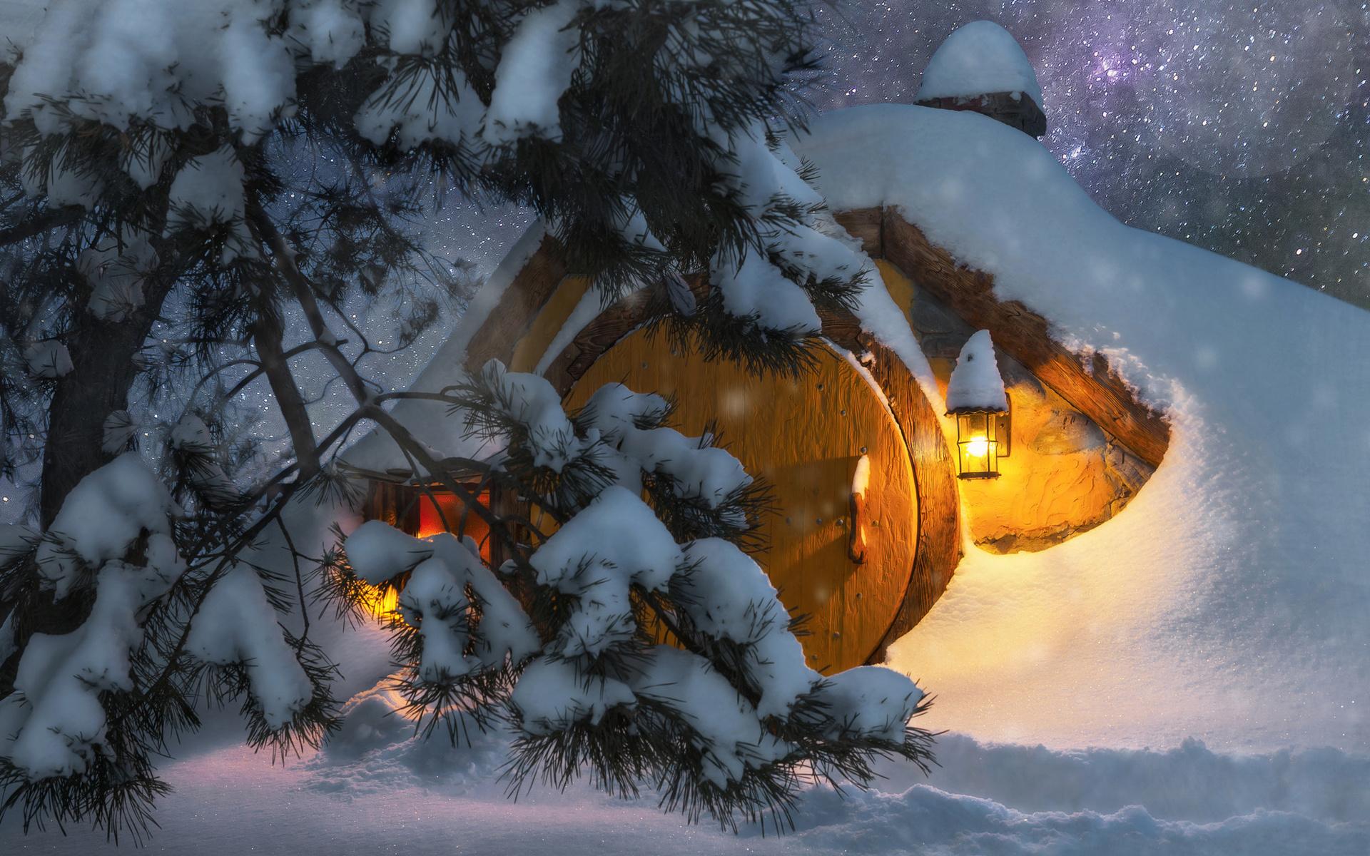 зима, свет, снег, деревья, природа, фонари, сосны, тропинка, жилище, хоббит, andrey chabrov, землянка, небо, звёзды, ночь