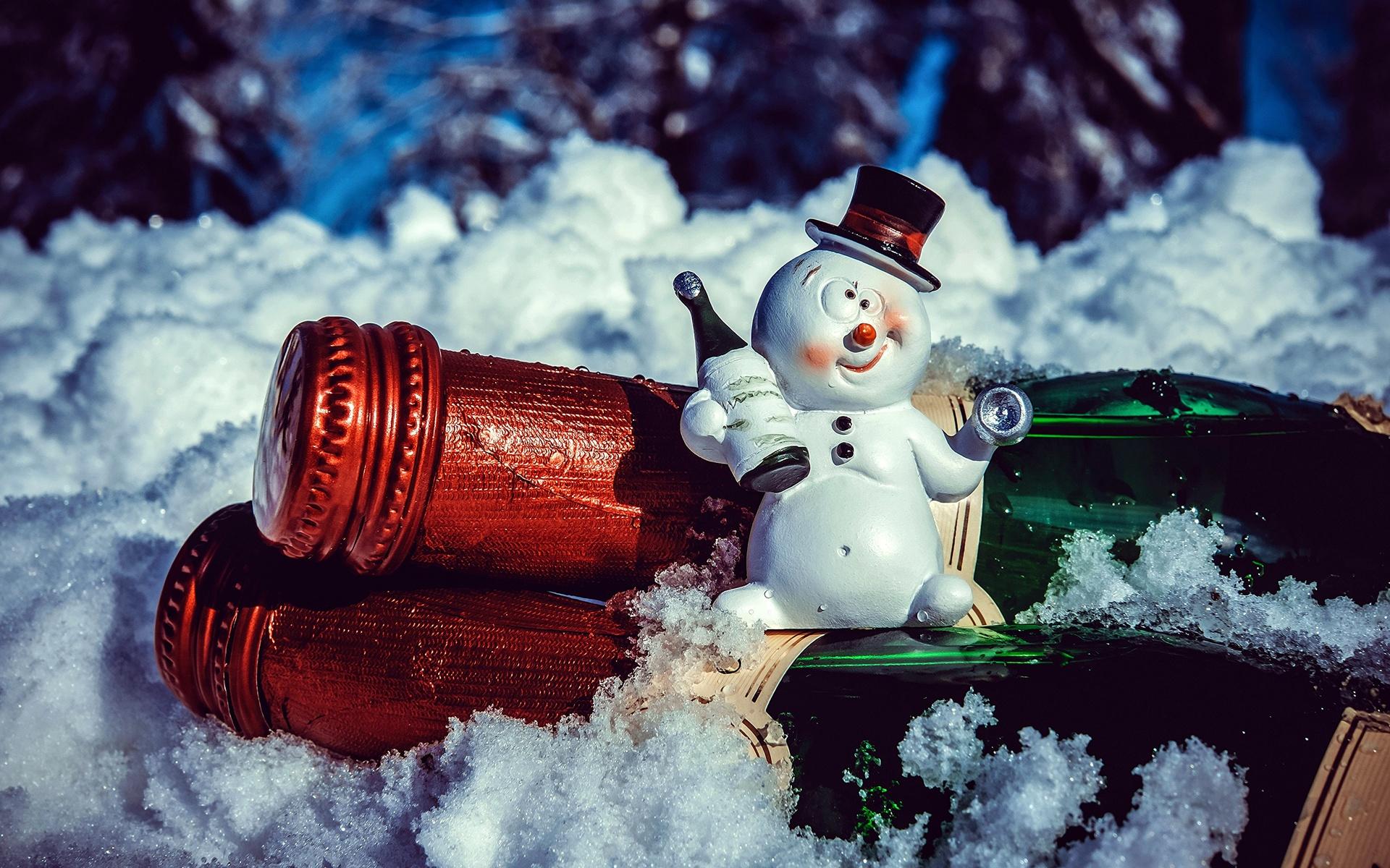 зима, снег, праздник, новый год, рождество, бутылки, фигурка, снеговик