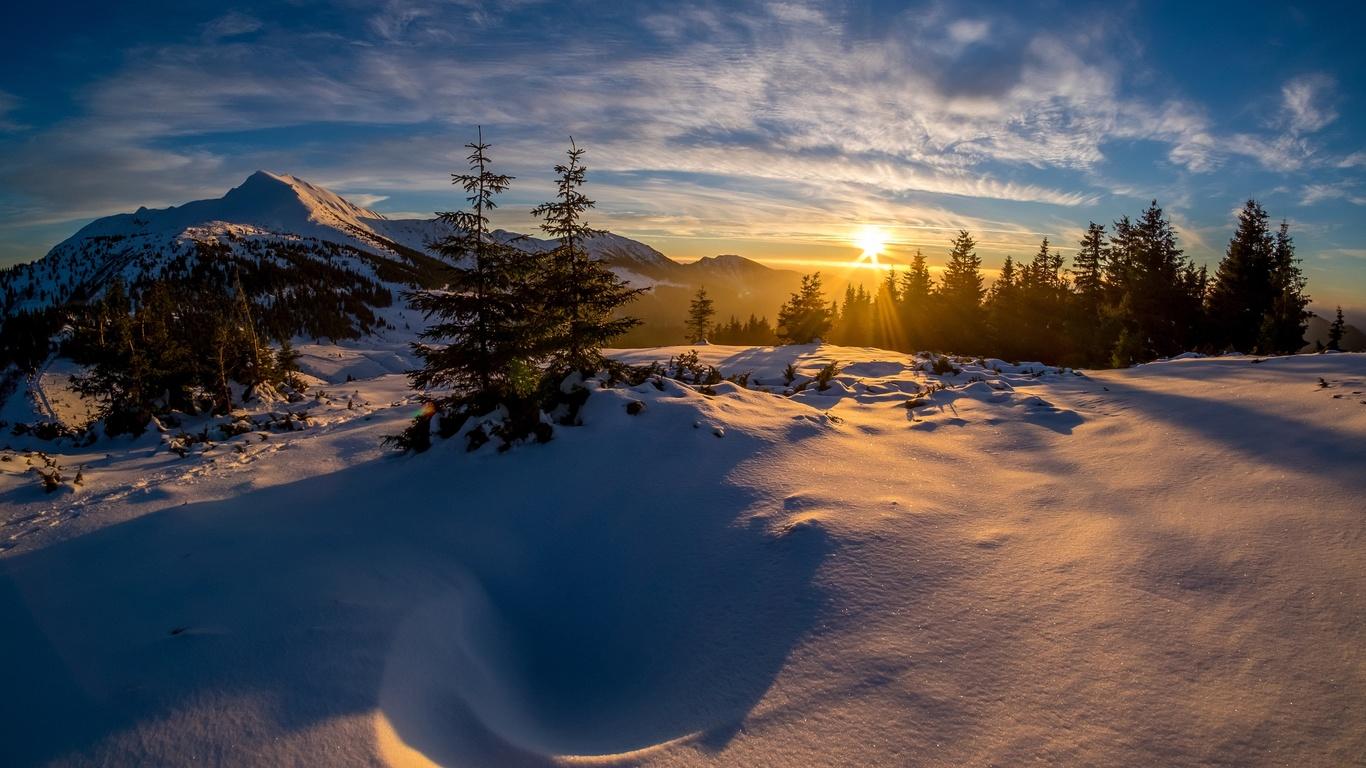 природа, пейзаж, горы, зима, снег, деревья, ёлочки, солнце, лучи, закат, небо, облака, тени