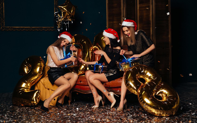 новый год, трое, 3, шапки, подарки радость, девушки, рождество, втроем, счастье, счастливые