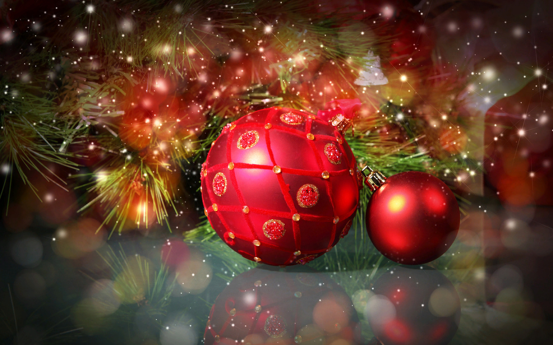 праздник, новый год, рождество, ветки, хвоя, сосна, игрушки, шары, боке