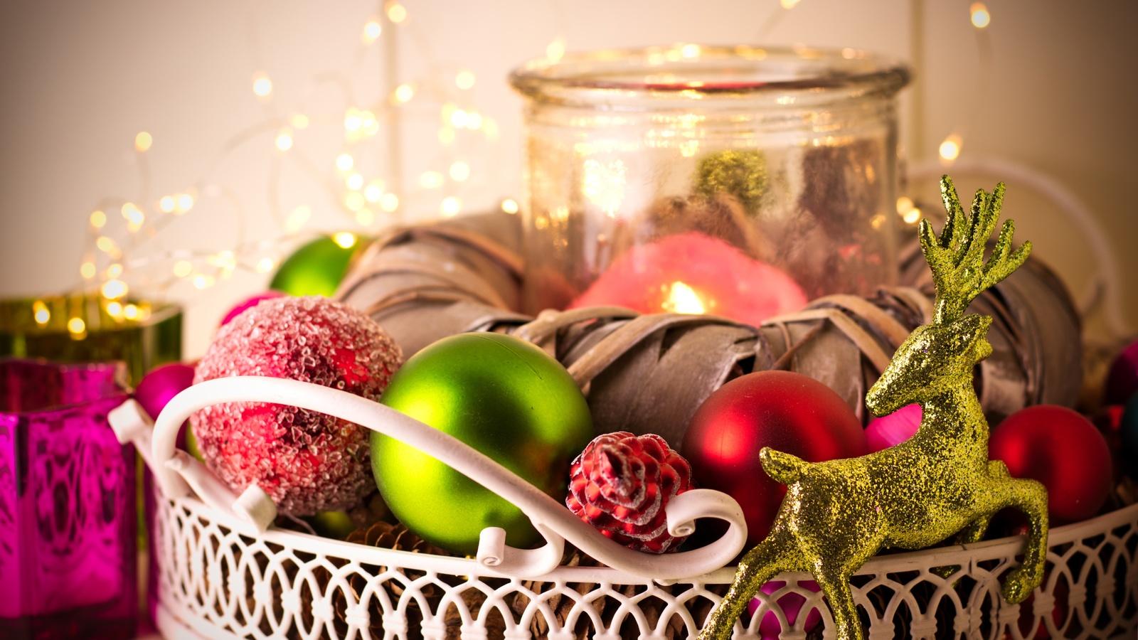 праздник, новый год, рождество, игрушки, шары, свеча, олень, композиция