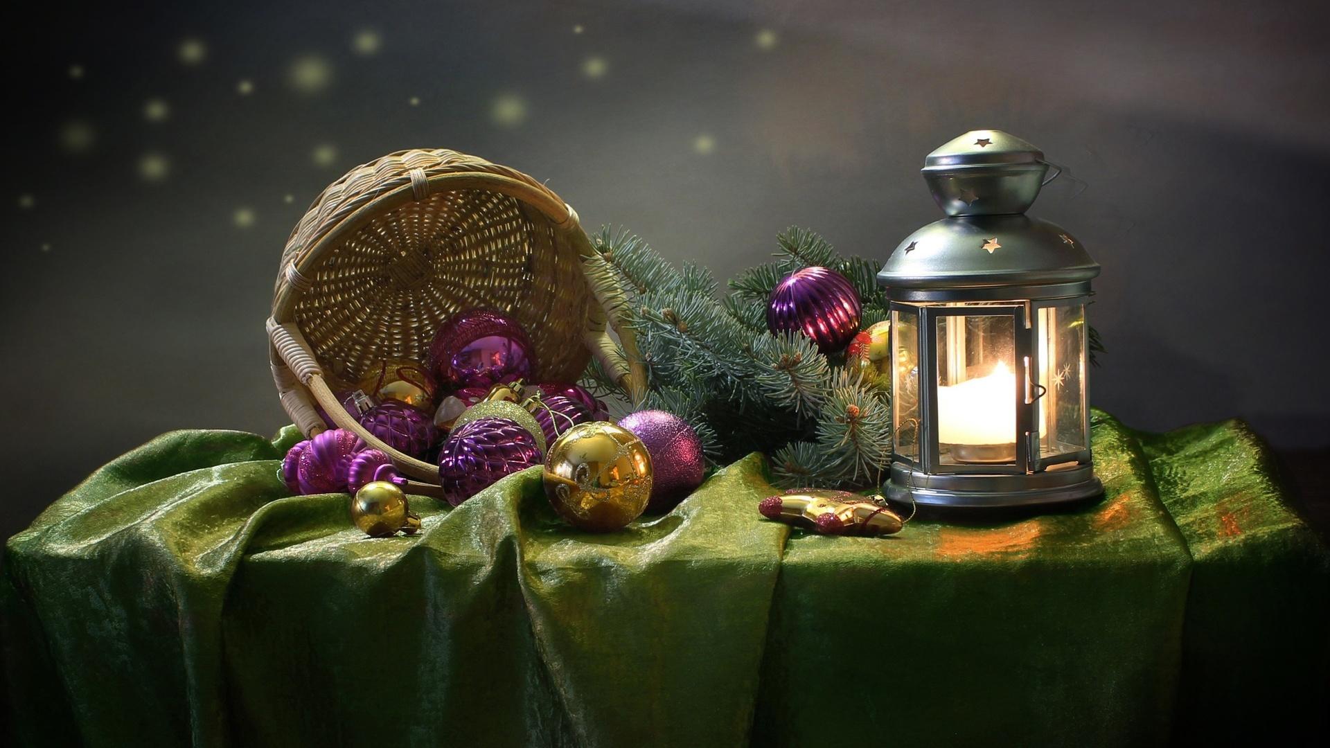 праздник, новый год, рождество, столик, скатерть, корзина, игрушки, шары, ветки, ель, ёлка, хвоя, фонарь, свеча