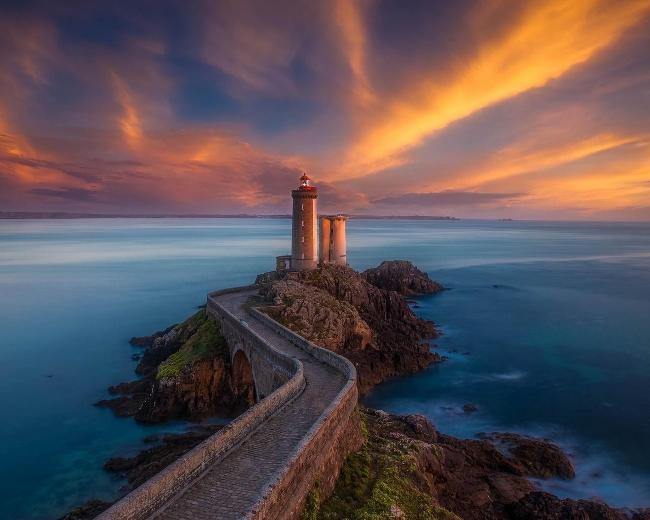 небо, море, маяк