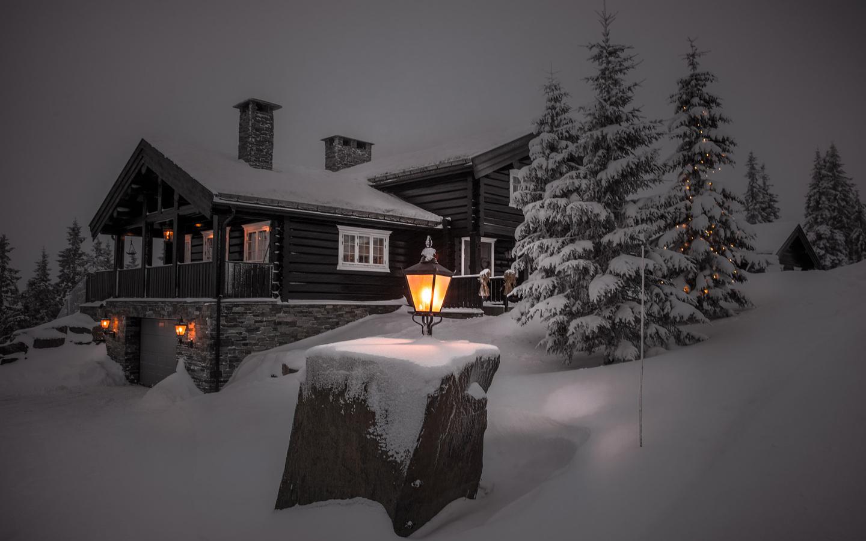 има, свет, снег, деревья, пейзаж, ночь, природа, дом, вечер, ели, фонари, коттедж, jorn allan pedersen, allan pedersen
