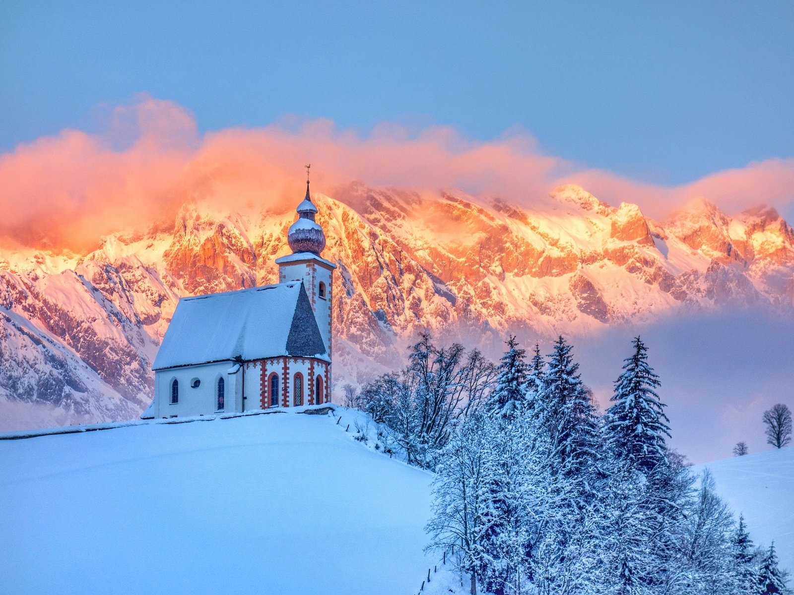 природа, пейзаж, зима, лес, ели, деревья, снег, горы, холм, церковь, часовня