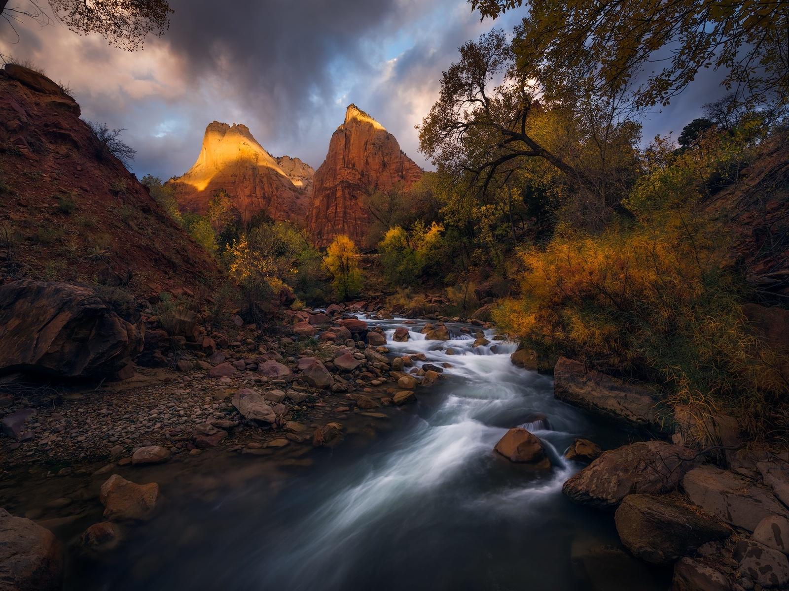 природа, пейзаж, горы, скалы, камни, река, деревья, небо, облака