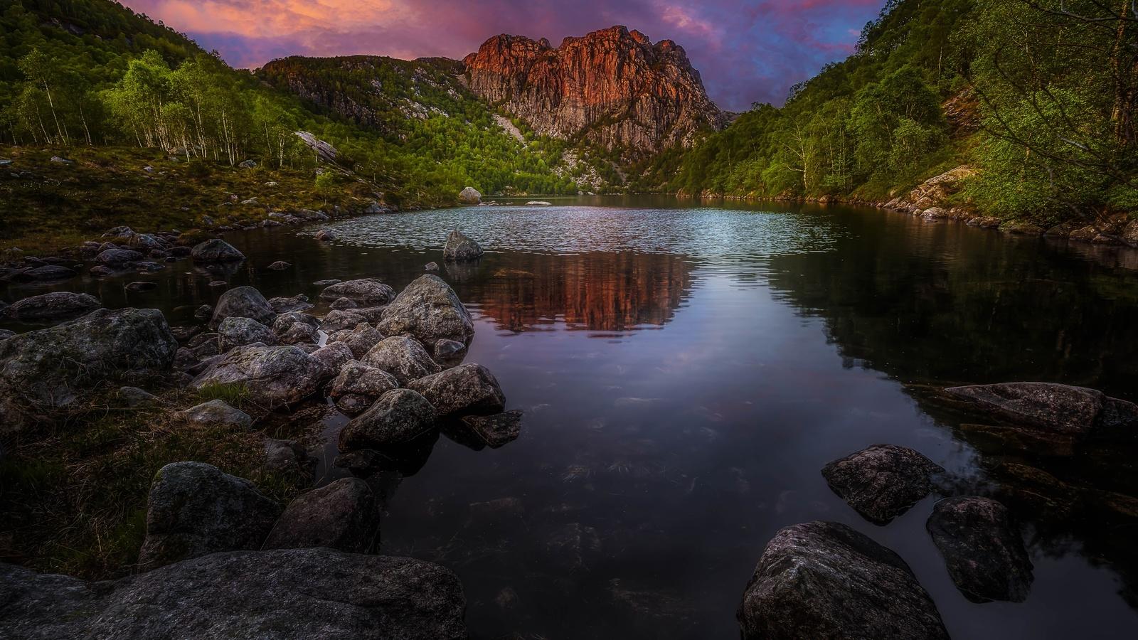 природа, вода, рябь, деревья, пейзаж, скалы, озеро, камни, горы, холмы, сумерки