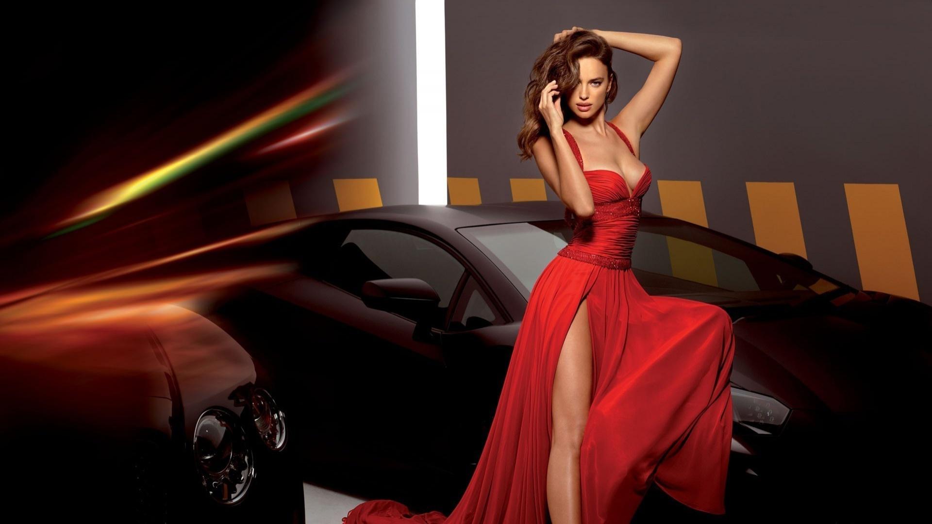 девушка в красном, .платье у авто.