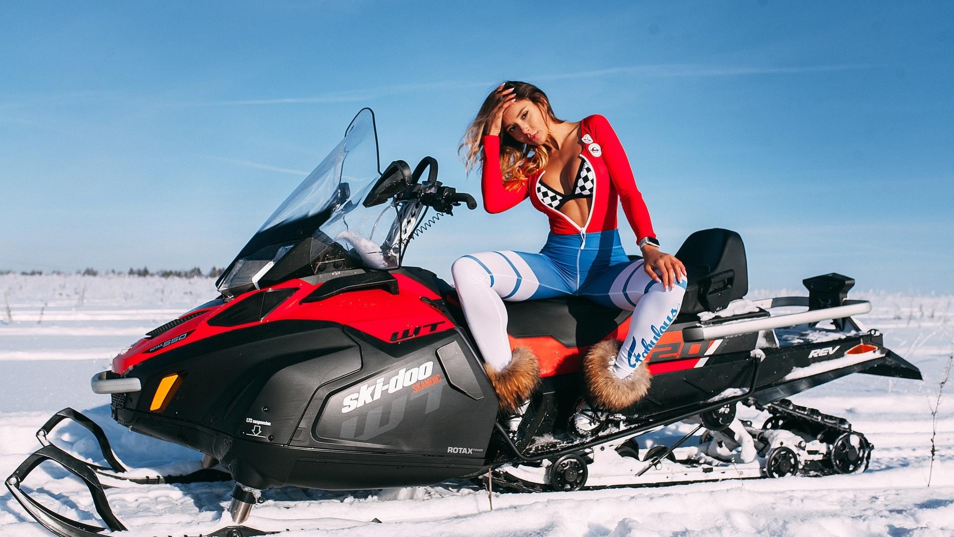 девушка, зима, снег, снегоход, взгляд,фигура,хороша,красиво