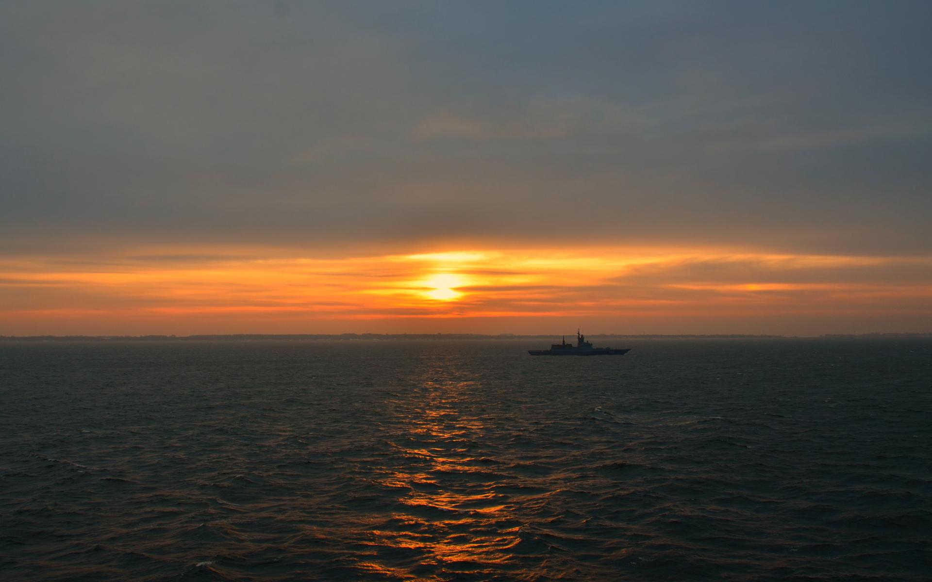 море, вечер, корвет