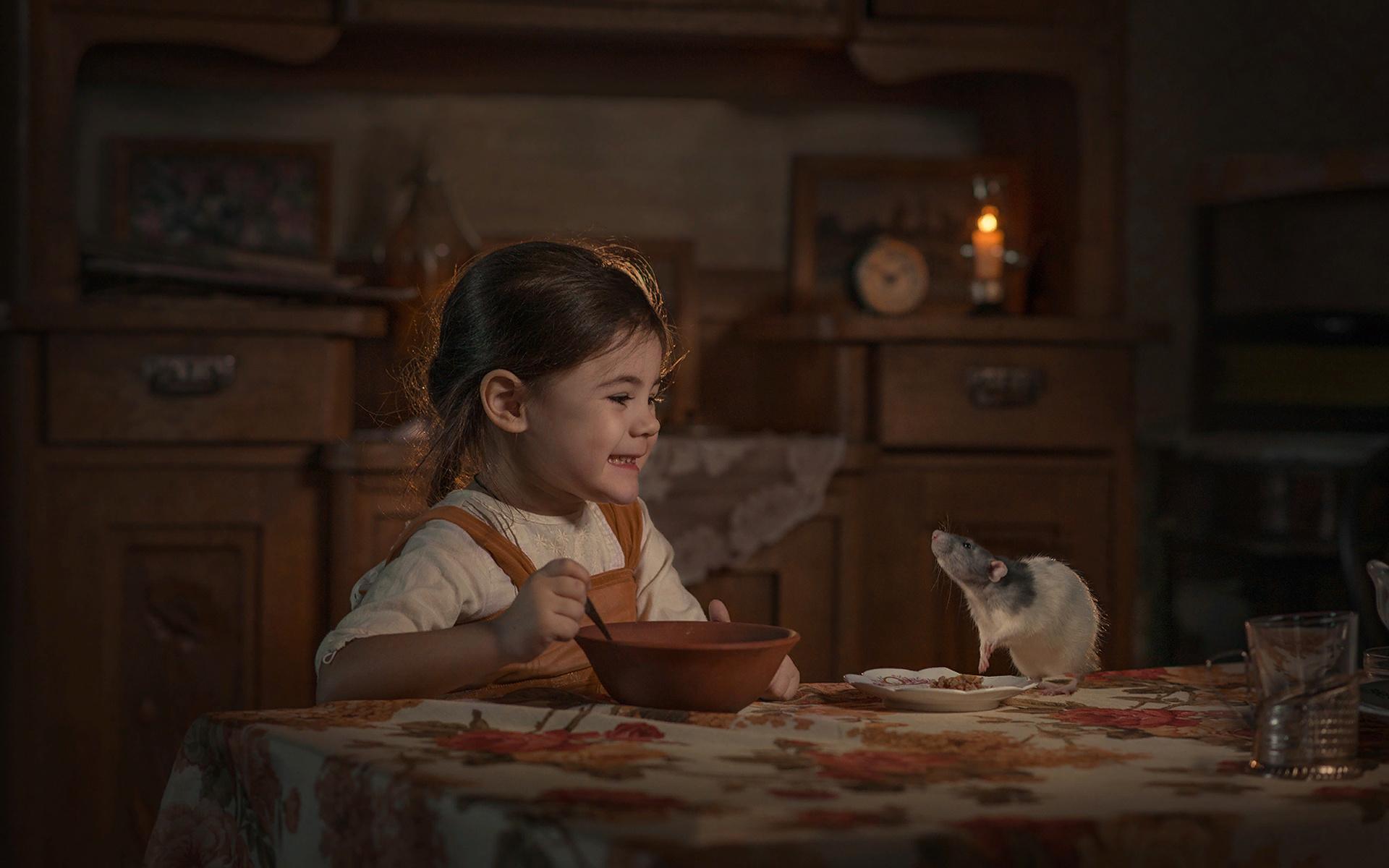 елена миронова, ребёнок, девочка, платье, косичка, животное, грызун, крыса, питомец, комната, стол, еда, тарелки