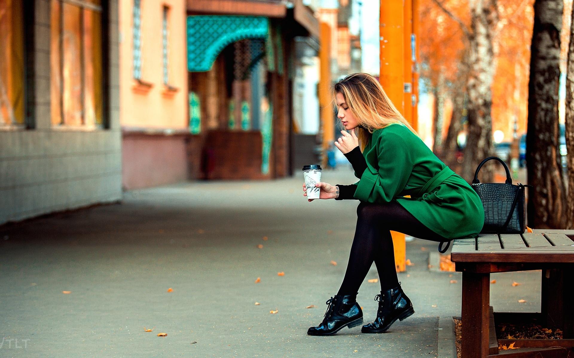 aleksandr suhar, девушка, улица, скамейка, город, осень