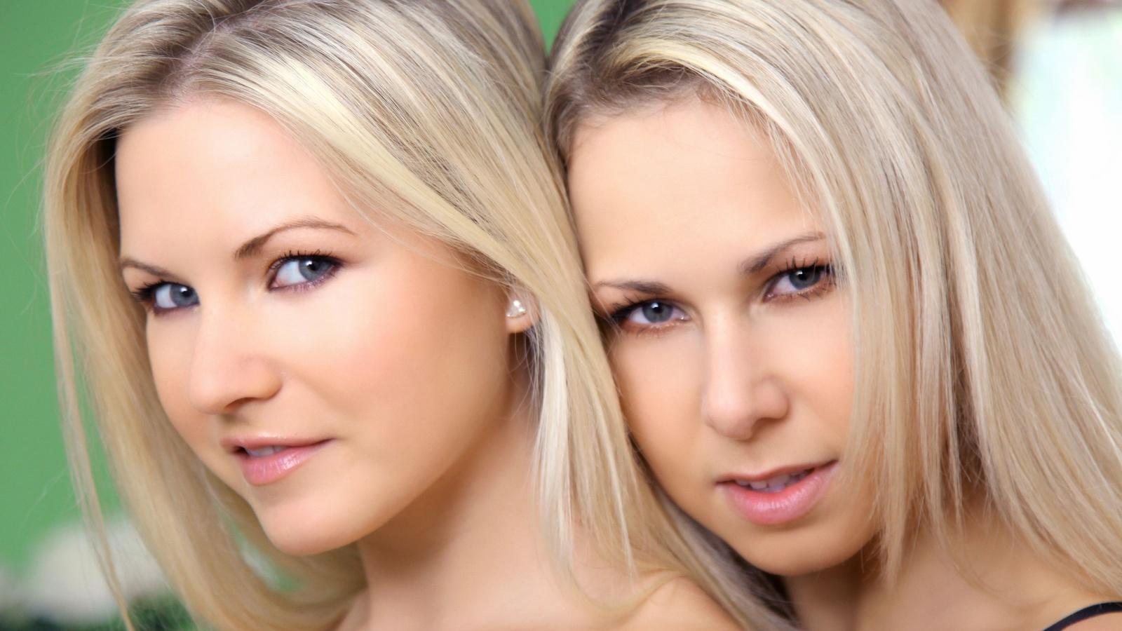 Блондинки на троих, трахают русских женщин видео