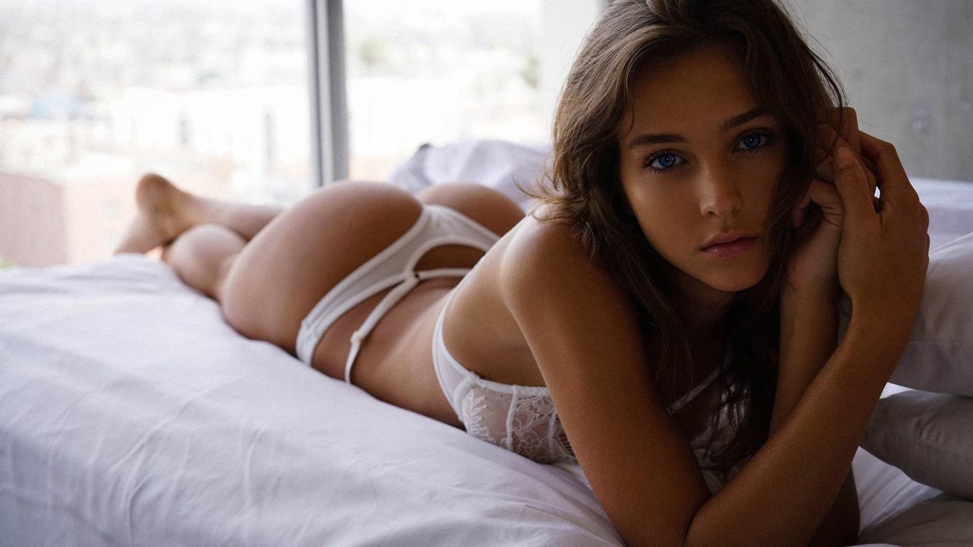 Petite brunette nudes