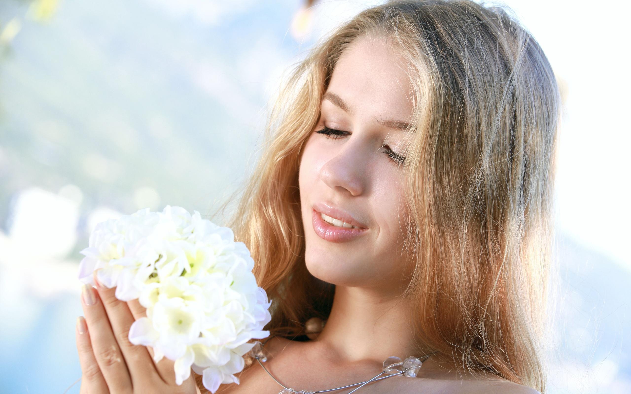 Картинки женщина и цветы, рынка открыток смешные