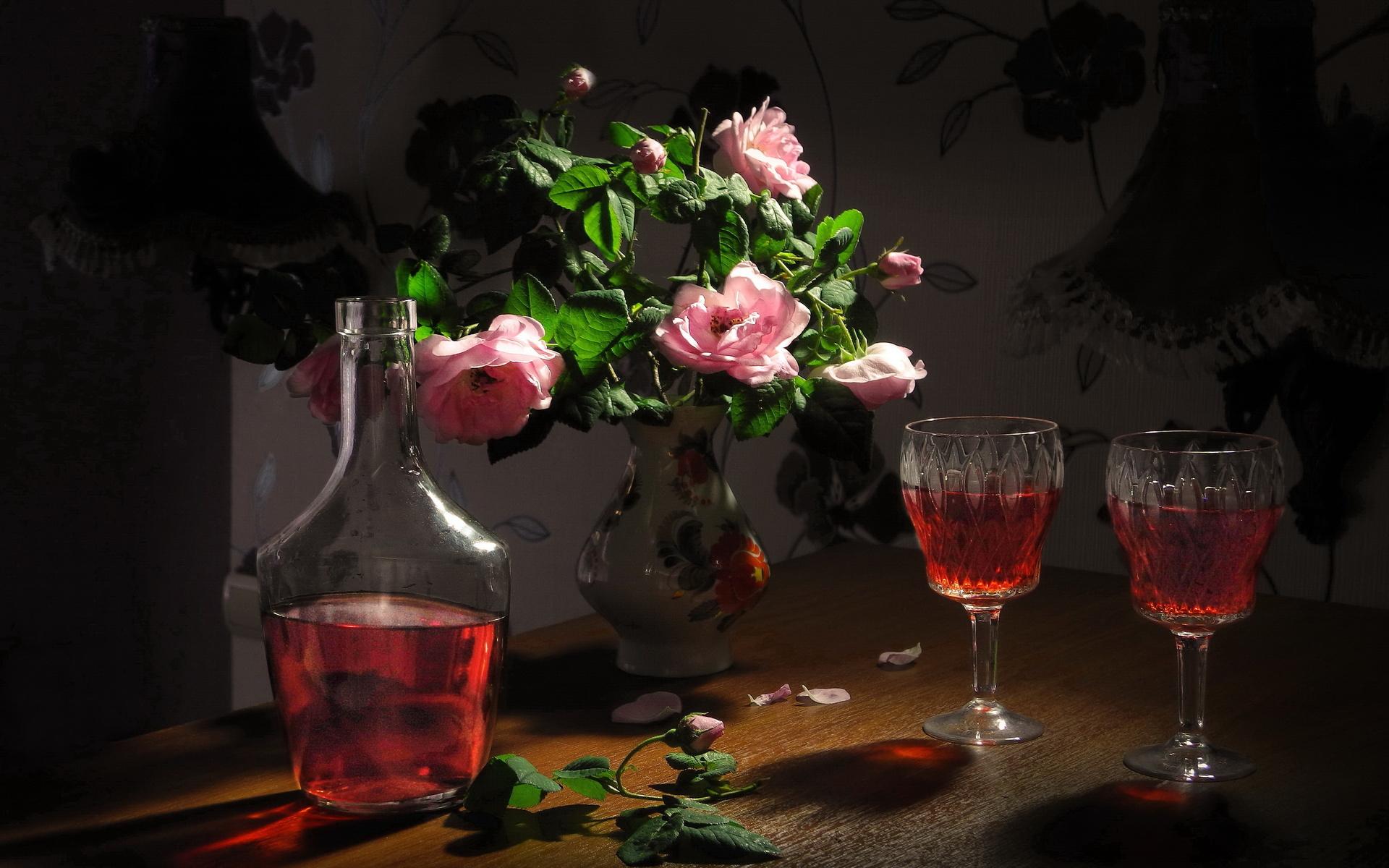 цветы, розы, лепестки, бокалы, ваза, напиток, натюрморт, бутыль, ликёр, сергей фунтовой