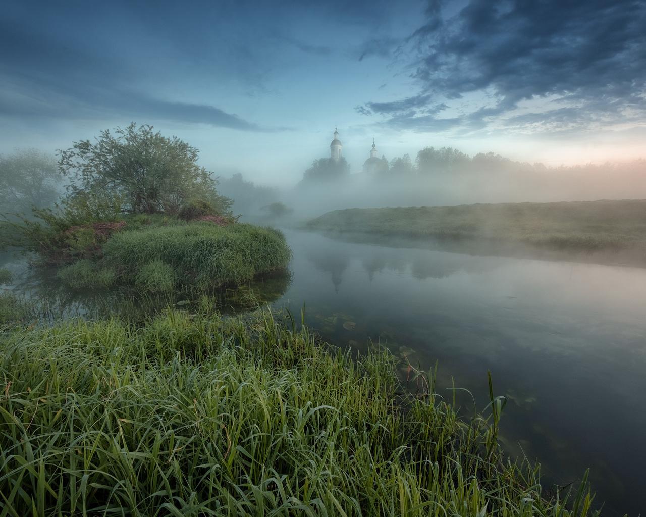 деревья, пейзаж, природа, туман, весна, утро, церковь, травы, кусты, берега, речушка, андрей Чиж, шерна