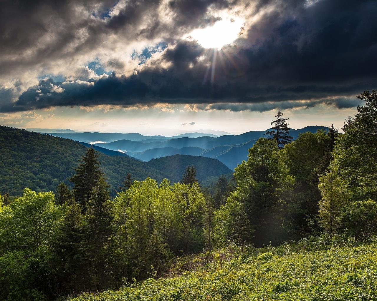 природа, пейзаж, лето, холмы, леса, склон, тучи, солнце, лучи