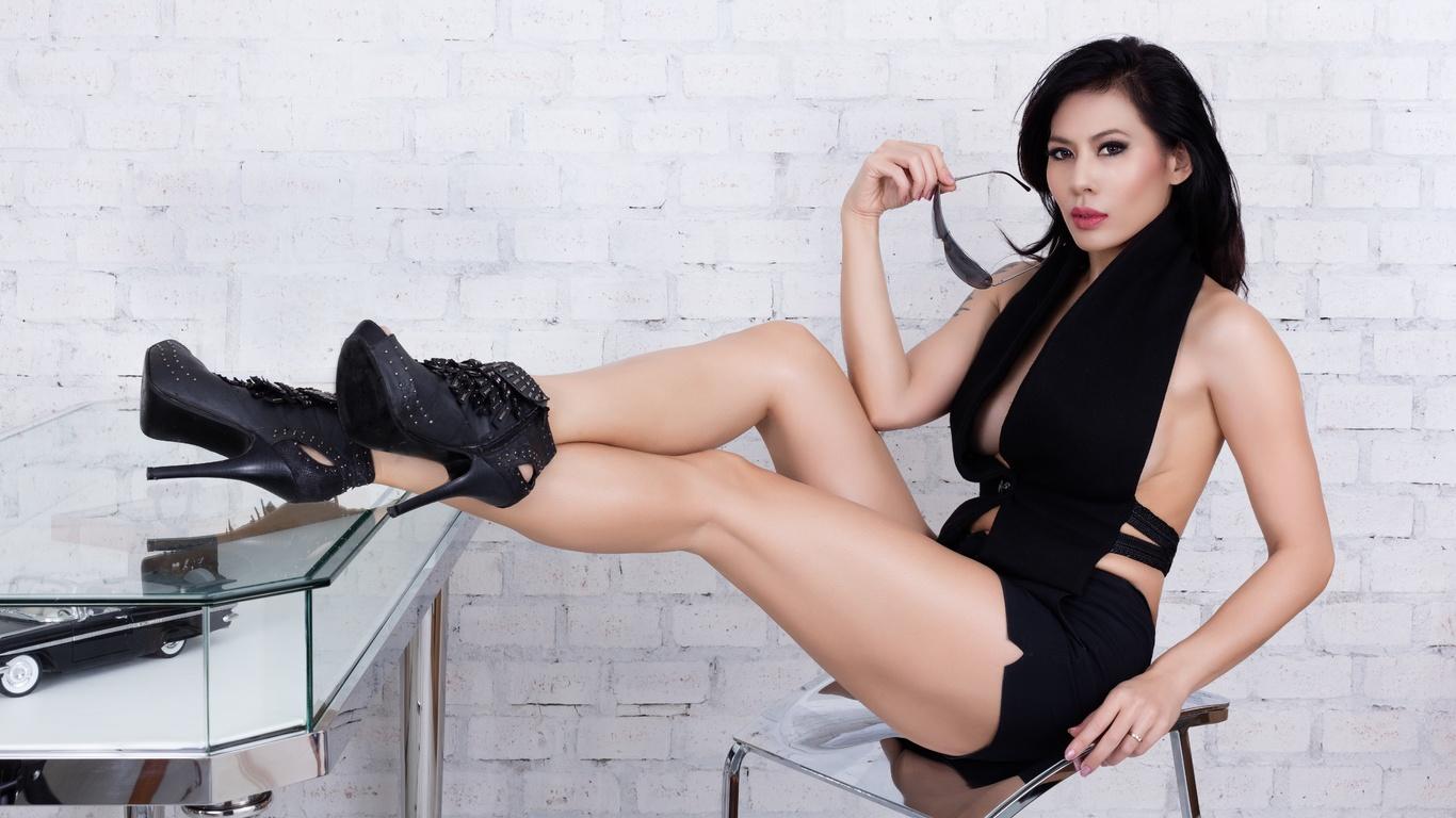 vachini, девушка, аиатка, стол, очки, азиатка, кирпич, стена