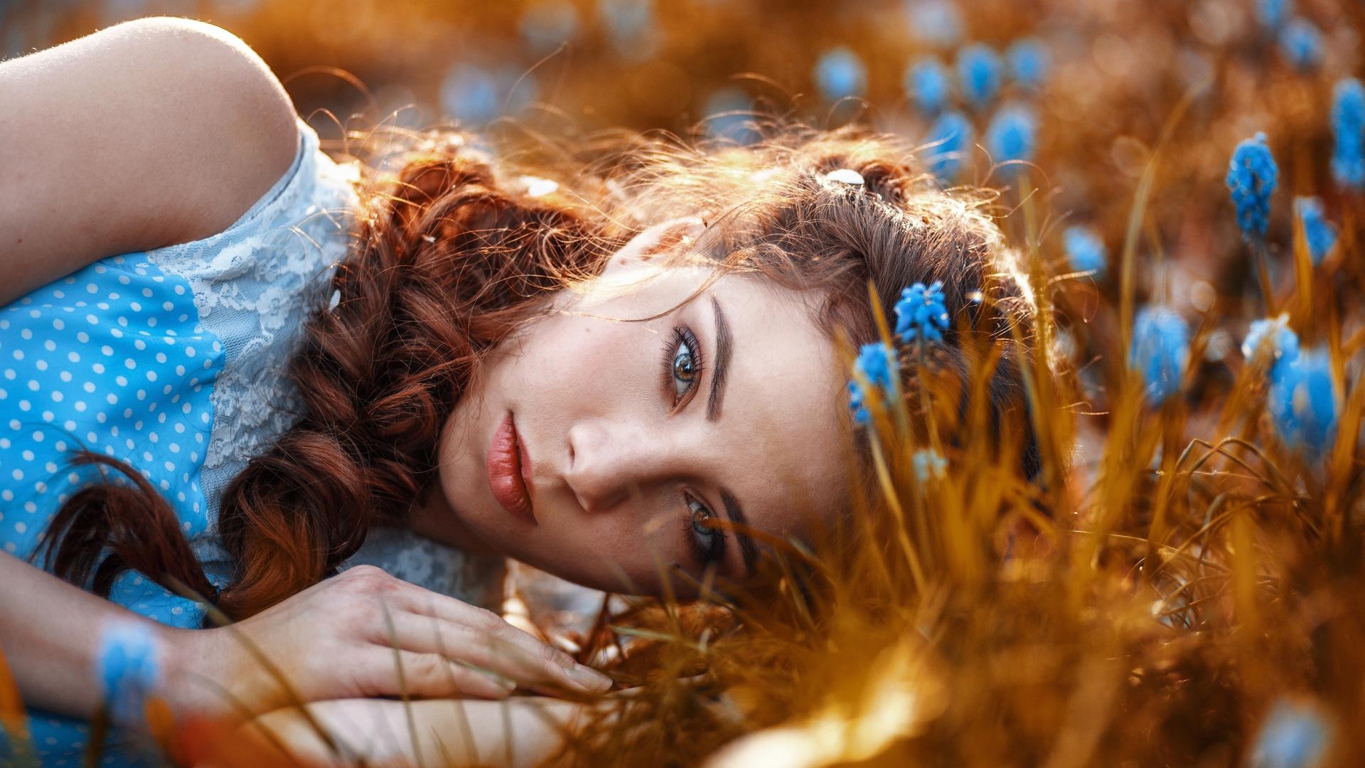 лицо, взгляд, лежит, волосы, рыжая, девушка