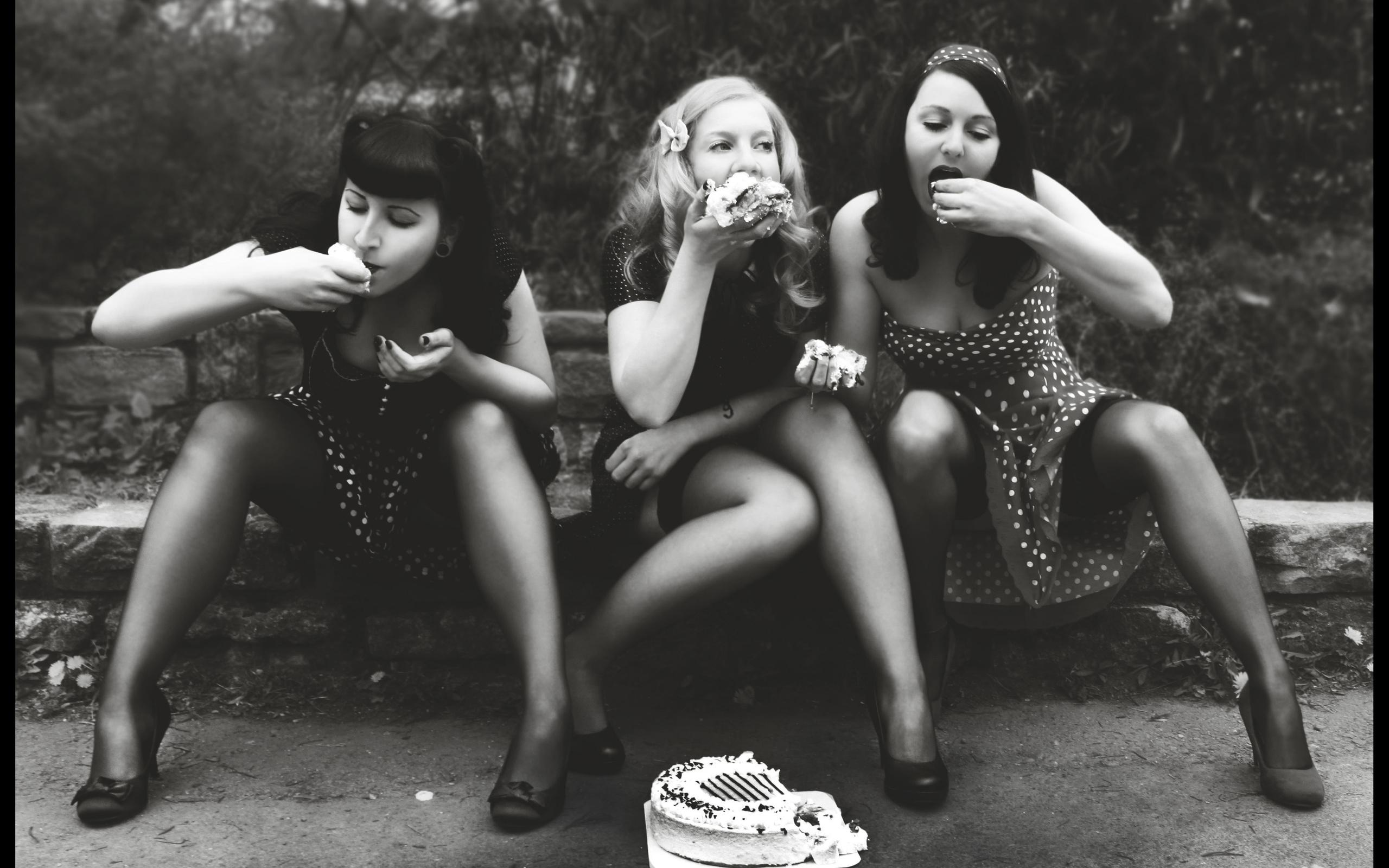 white, black, old, monochrome, model, portrait, nature, sitting, bow, photography, dress, dots, cake, vintage