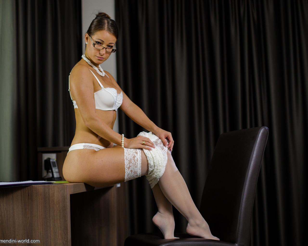 melisa mendiny, стол, шторы, белое белье