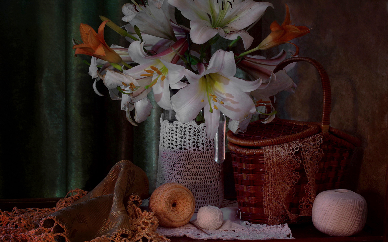 цветы, корзина, лилии, ваза, кружева, нитки, столик, клубки, still life, портьера, салфетки, рукоделие, ковалёва светлана