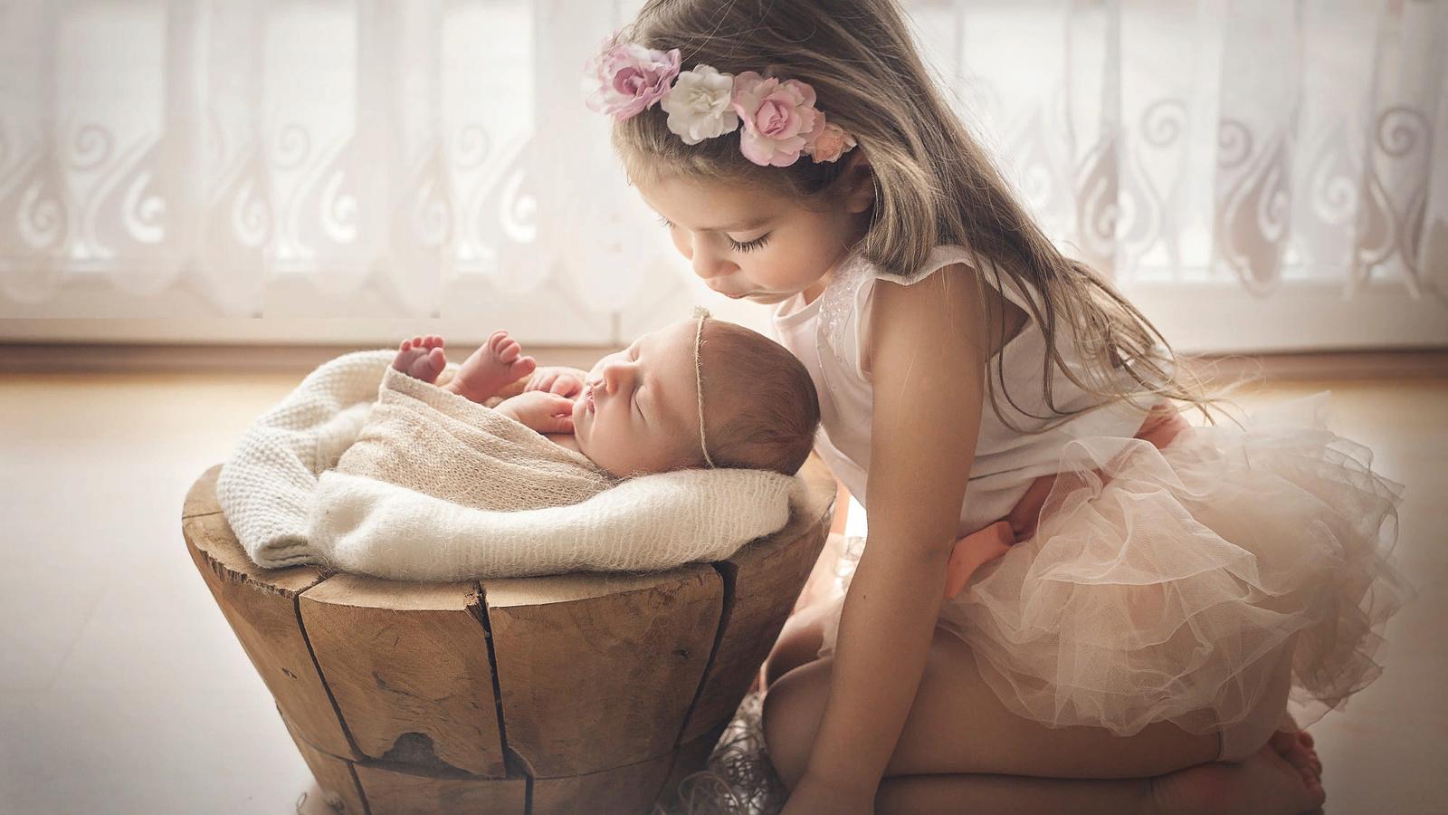 дети, девочки, поцелуй, окно, ласка, младенец, сёстры, тюль, marta obiegla