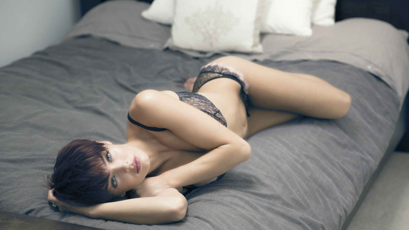 rosie robinson, rosie, модель, кровать, подушки