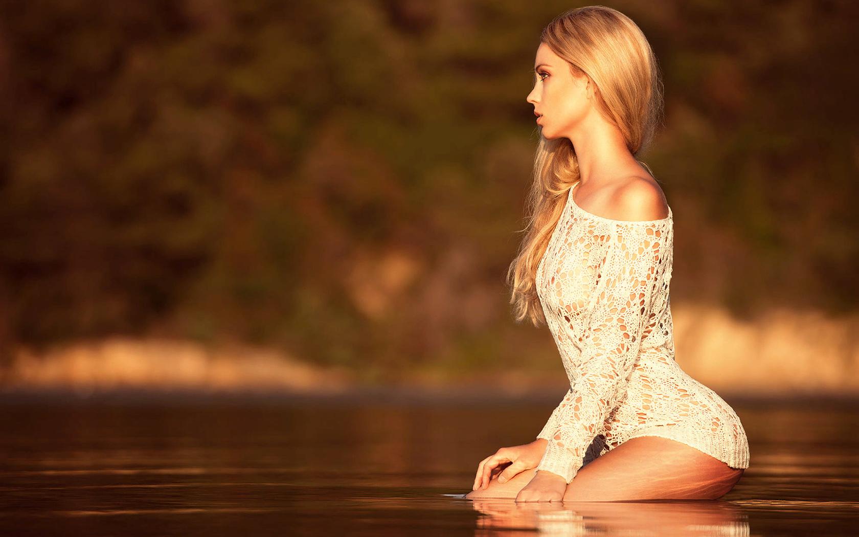 miki macovei, девушка, блондинка, кофточка, поза, профиль, вода