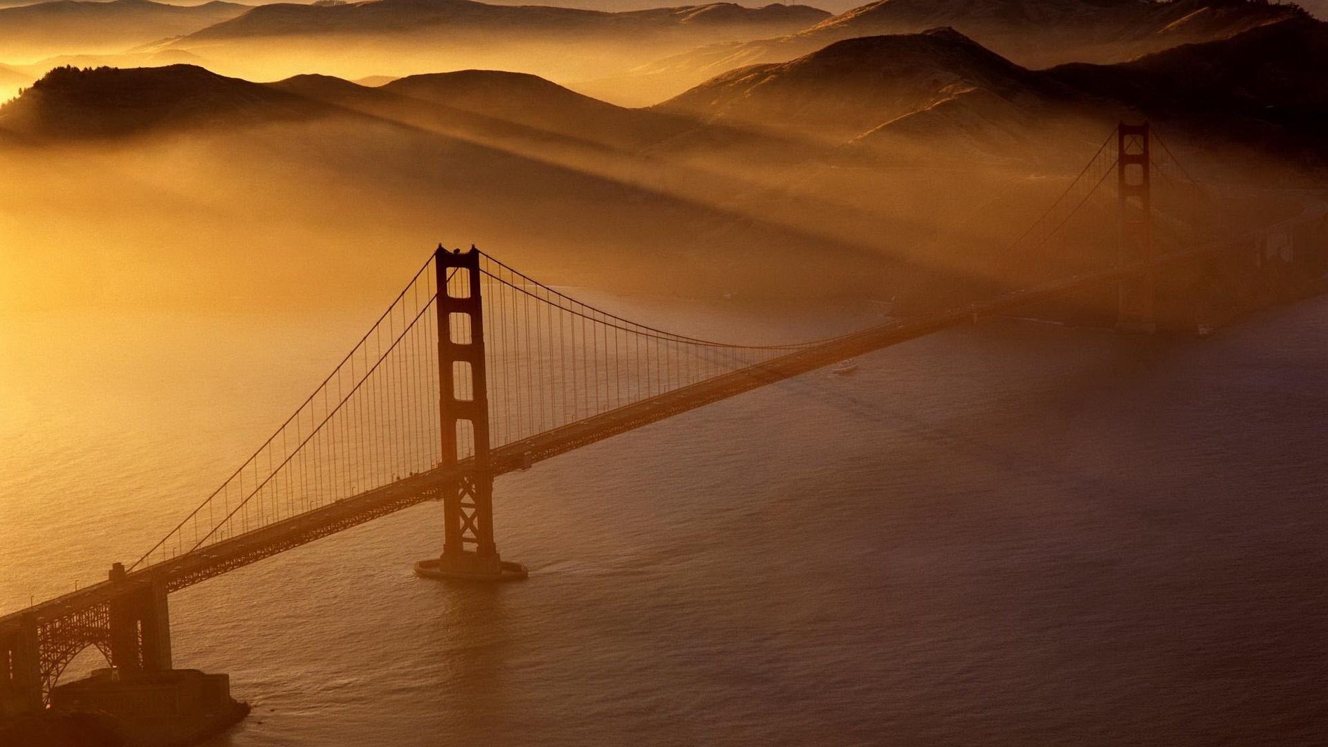 мост, лучи солнца, дымка, пролив