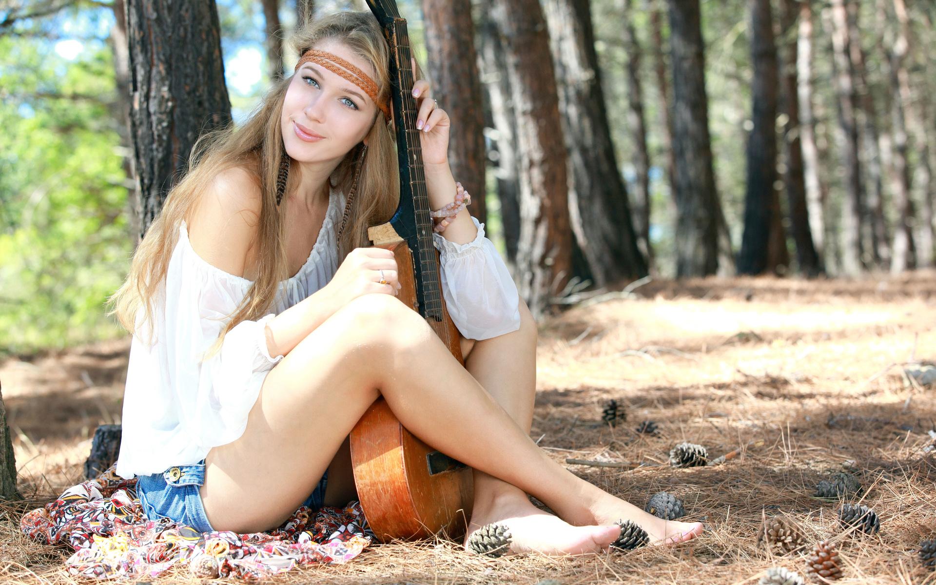 девушка, гитара, лес