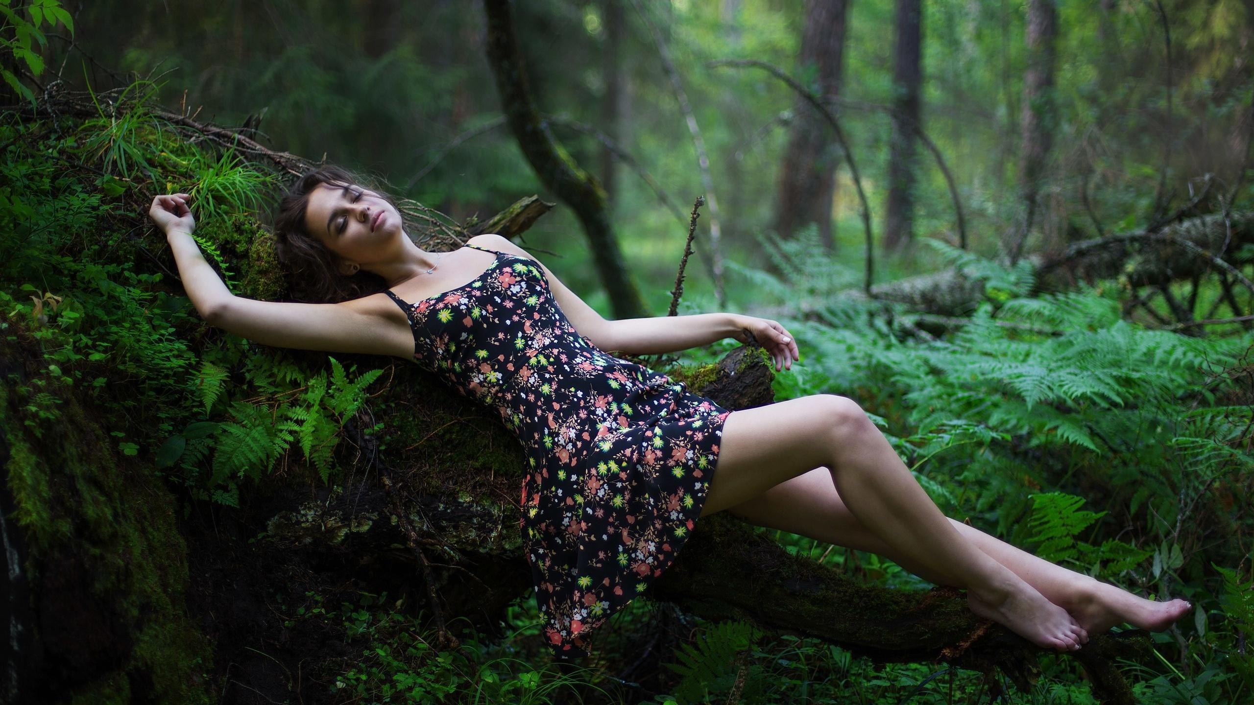женские позы для фотосессии в лесу летом гребню холма