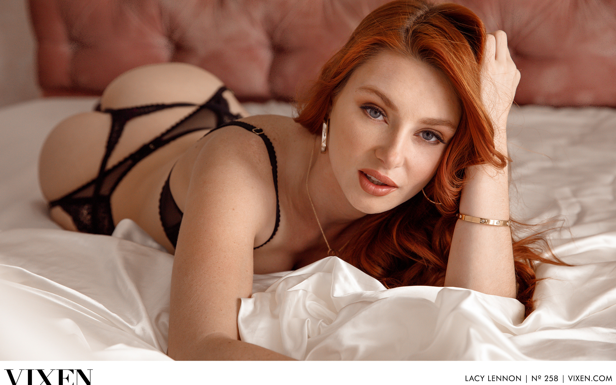 lacy lennon, pornstar, рыжая,кровать,черное бельё